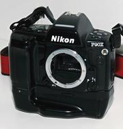 Продаю профессиональный пленочный фотоаппарат Nikon F90X + MB10 (batte